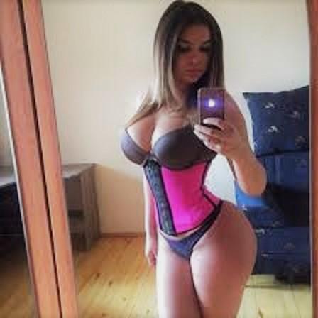 Pink waist tamer Faja Deportiva selfie with it on