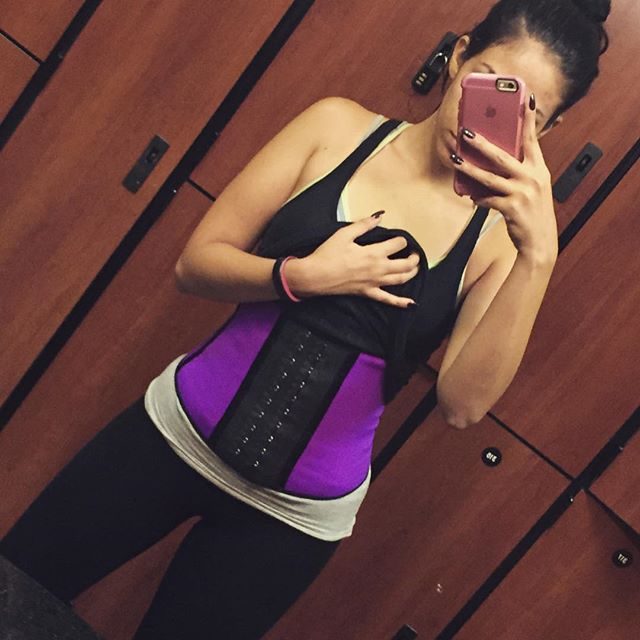 Selfie with the Ann Chery faja Deportiva waist trainer at the gym